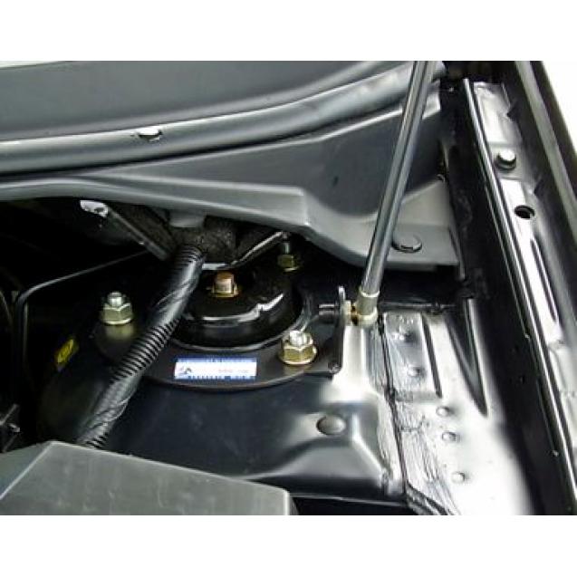 Упор капота Nissan Primera (2002)